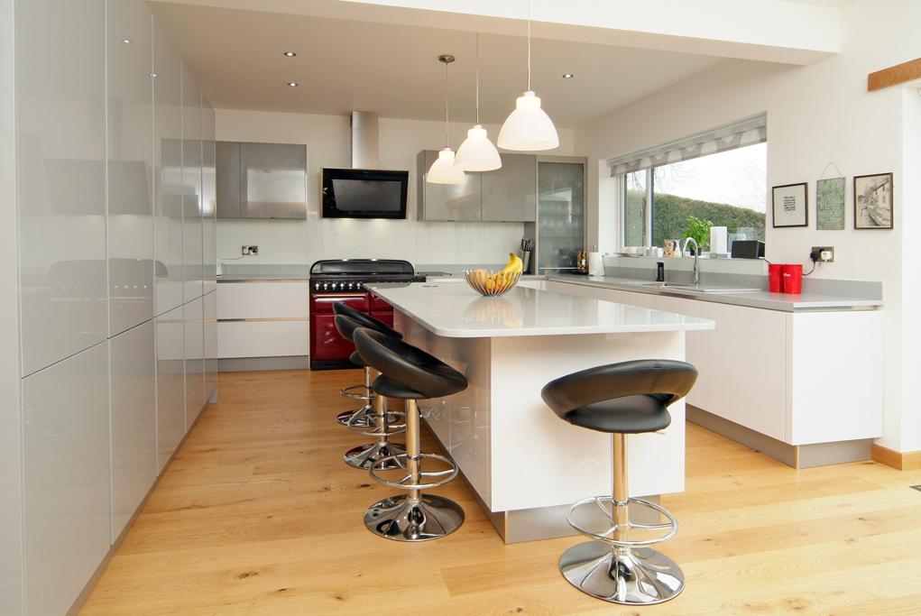 natural uno white high gloss kitchen design interior | German Engineered high gloss handleless kitchen Concept ...