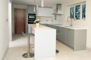Stylish-Matt-Gloss-Handleless-Kitchen1-768x514