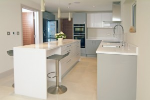 Stylish-Matt-Gloss-Handleless-Kitchen4-768x514